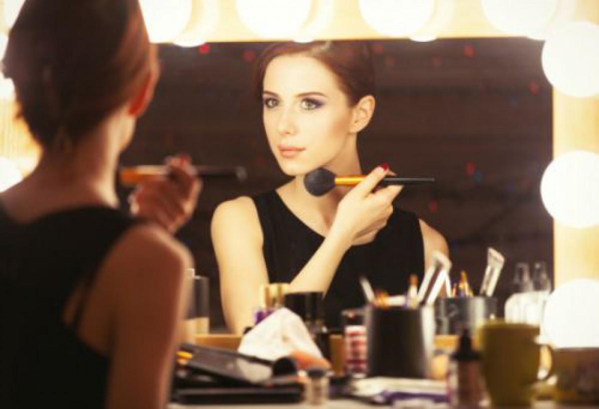 化粧直しにおすすめのファンデーション9選&化粧直しの方法