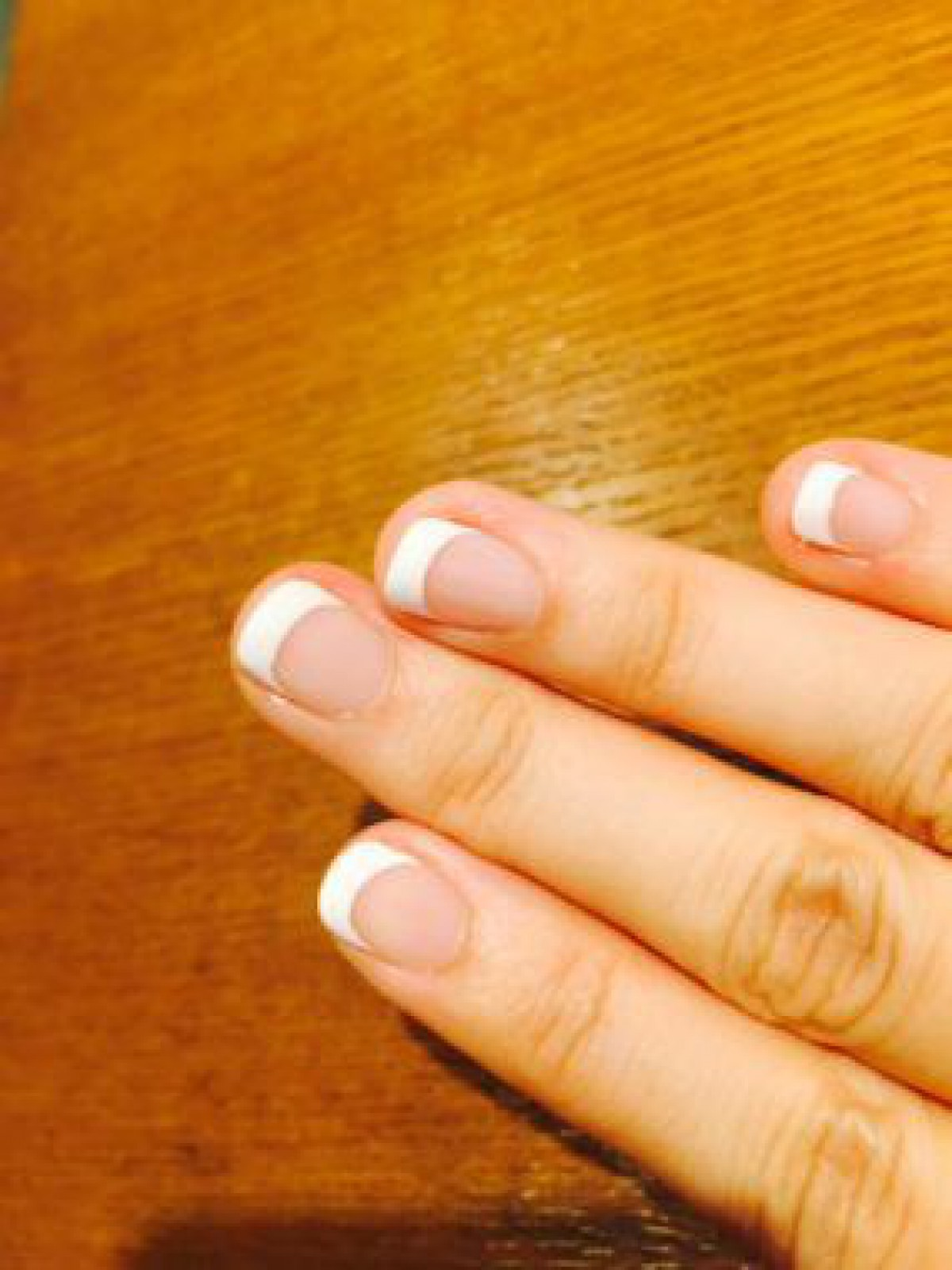 爪が小さい方でもOKな、白フレンチ。オフィスネイルに最適です♫