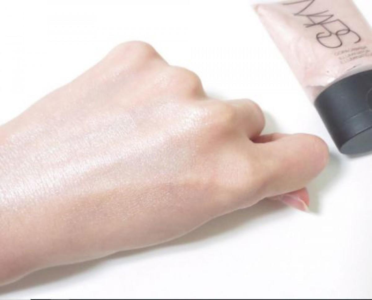 人気5種の化粧下地でつくるのツヤ肌メイク。大人たるもの、光を操って素肌美人へ