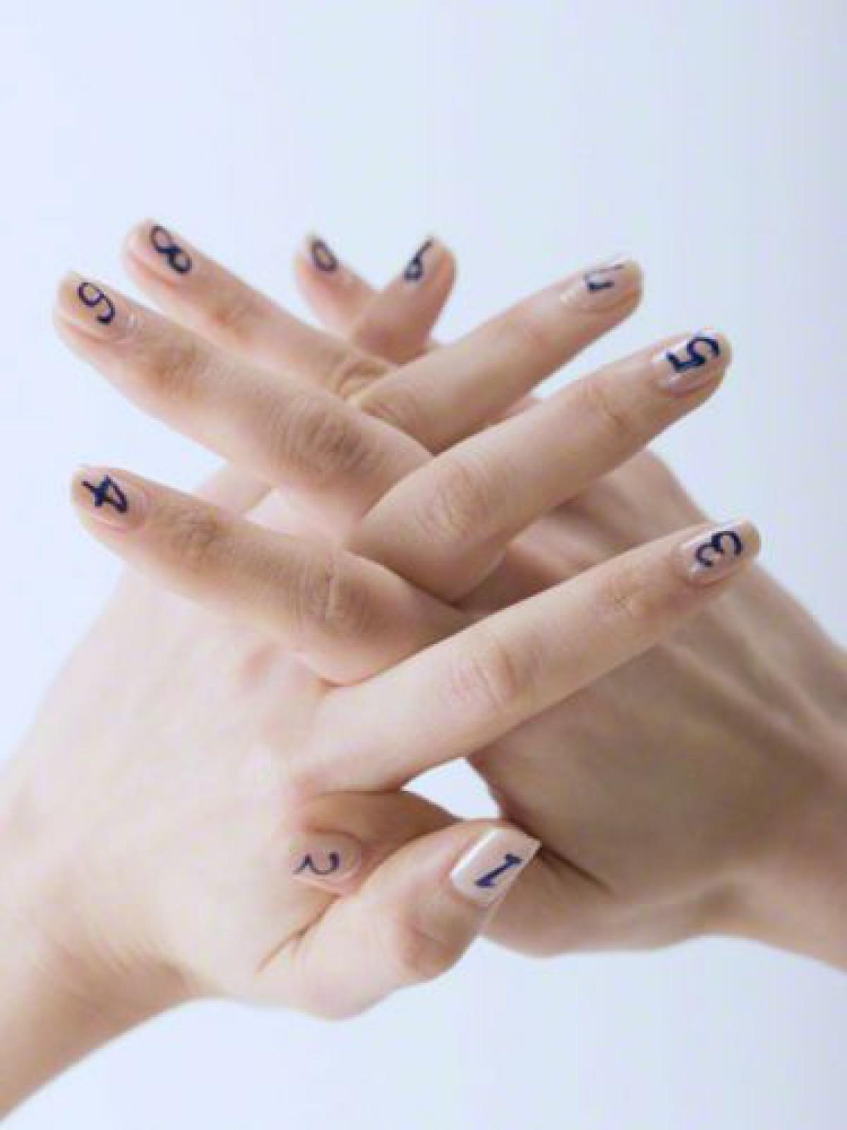 ロマンチックな指先を演出…みんなの「イルミネーションネイル」が素敵