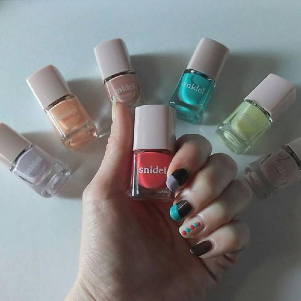 あなたはどの色が好き?どの色が似合う?8つのカラーから選ぶネイルデザイン特集