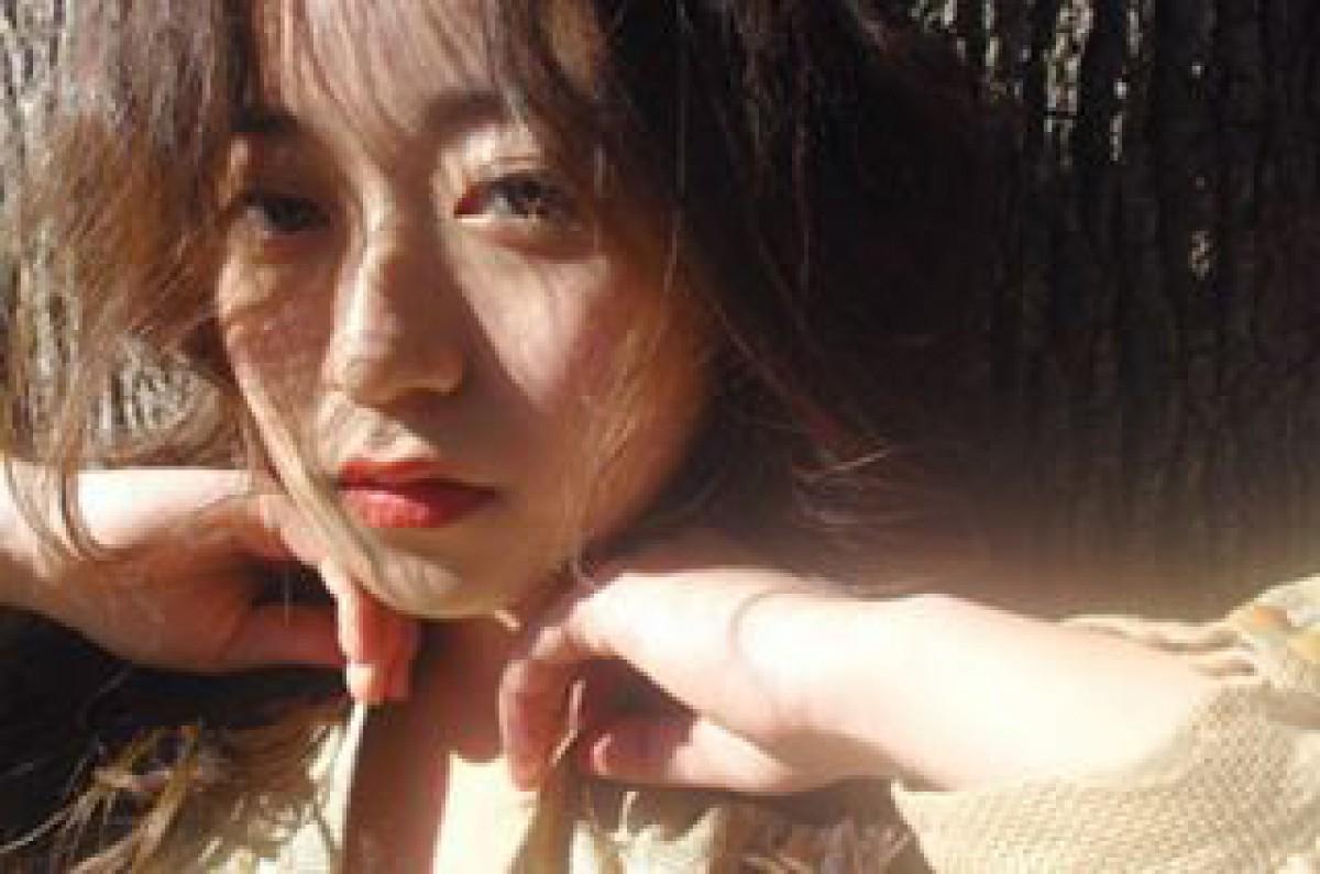 彼女は太陽がとても似合う。プチプラで作る、夏の潤いJuicyメイクで視線を集めよ