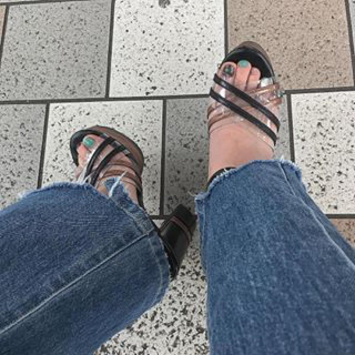 足元からチラッと見える輝き。華やかなフットネイルデザインcatalog♡