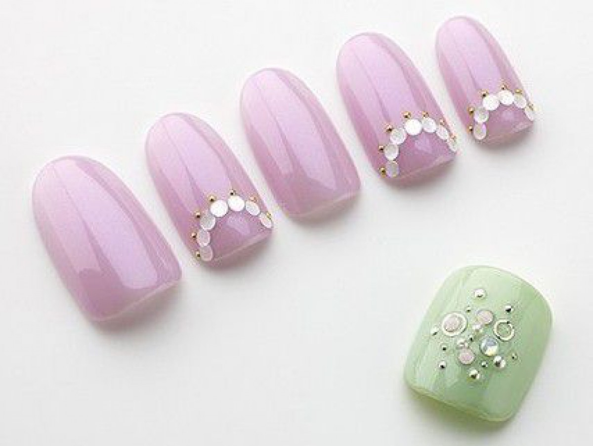 今年の流行カラーは洗練パープル!上品&キュートな紫ネイルカタログ