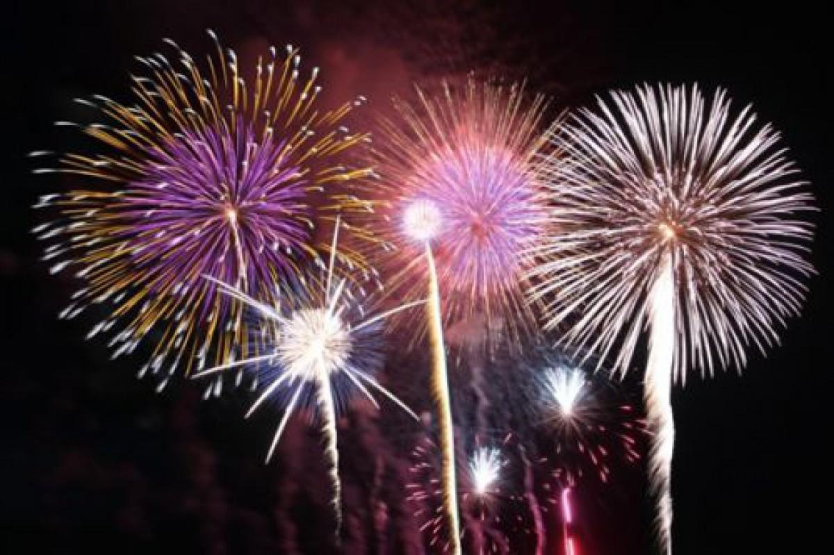 【読むコスメ】 夏の重要スキンケア&夏の風物詩『未来の花火大会』