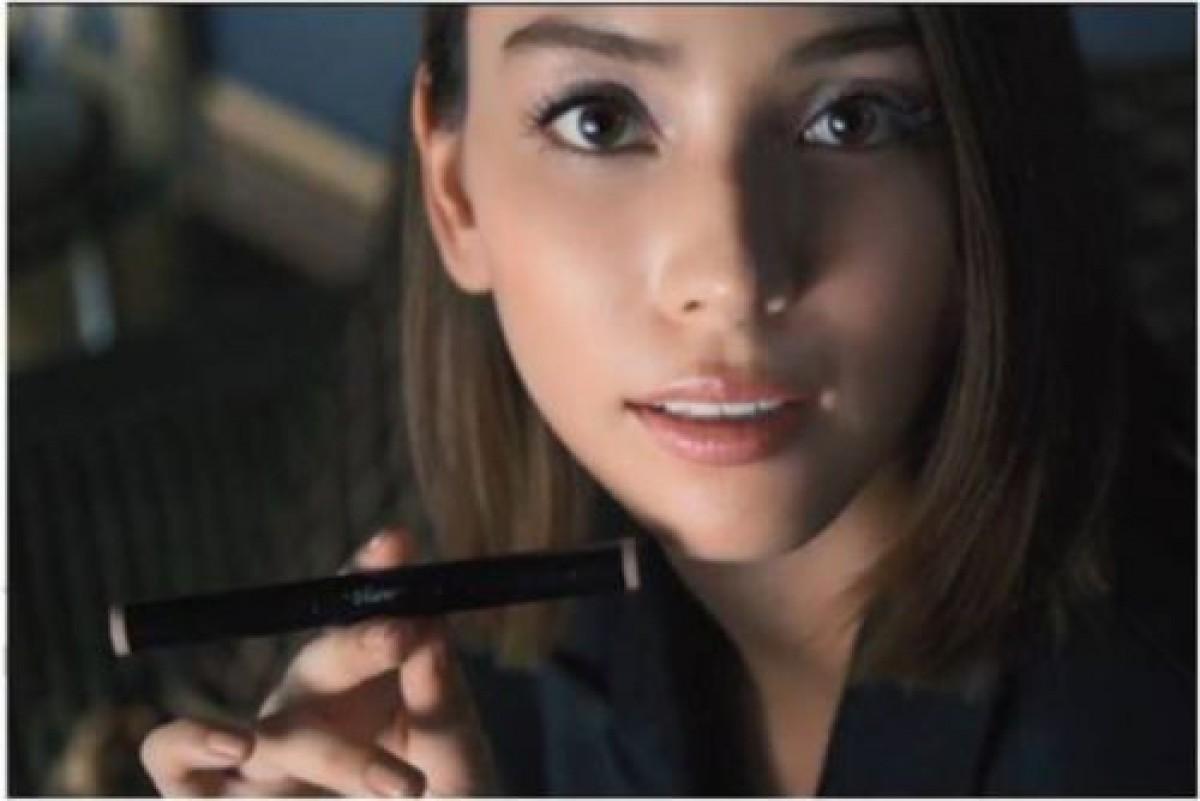 滝沢カレン、モデルの貫禄披露!化粧品CMで魅せる大人の魅力