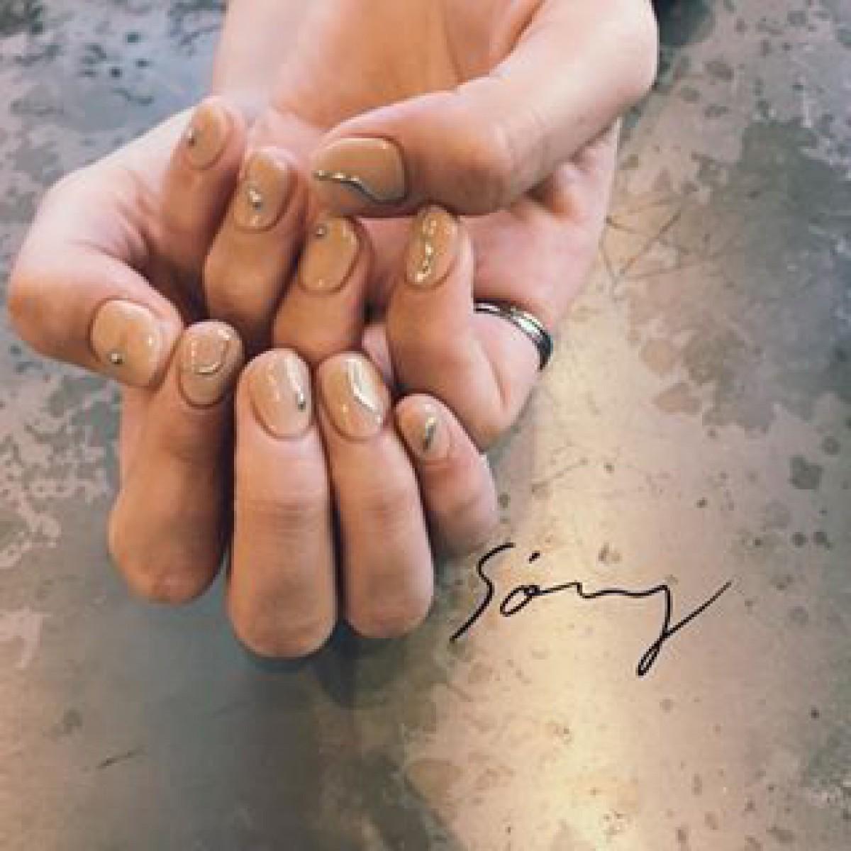 シンプル、plus 1匙の銀。#シルバーネイルで叶えるオトナっぽ指先。