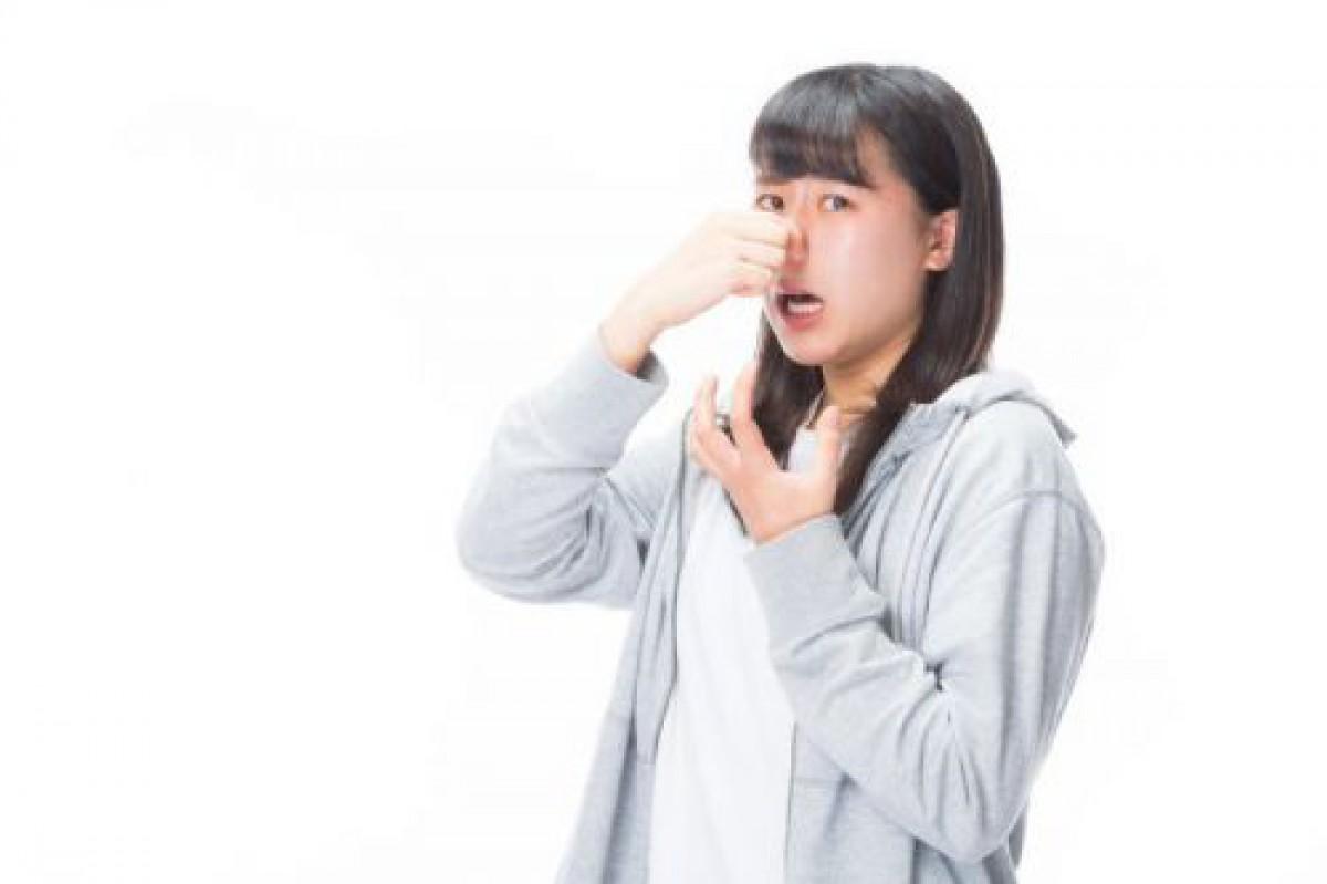 小鼻の毛穴の黒い汚れや詰まりは洗顔ブラシを使う?