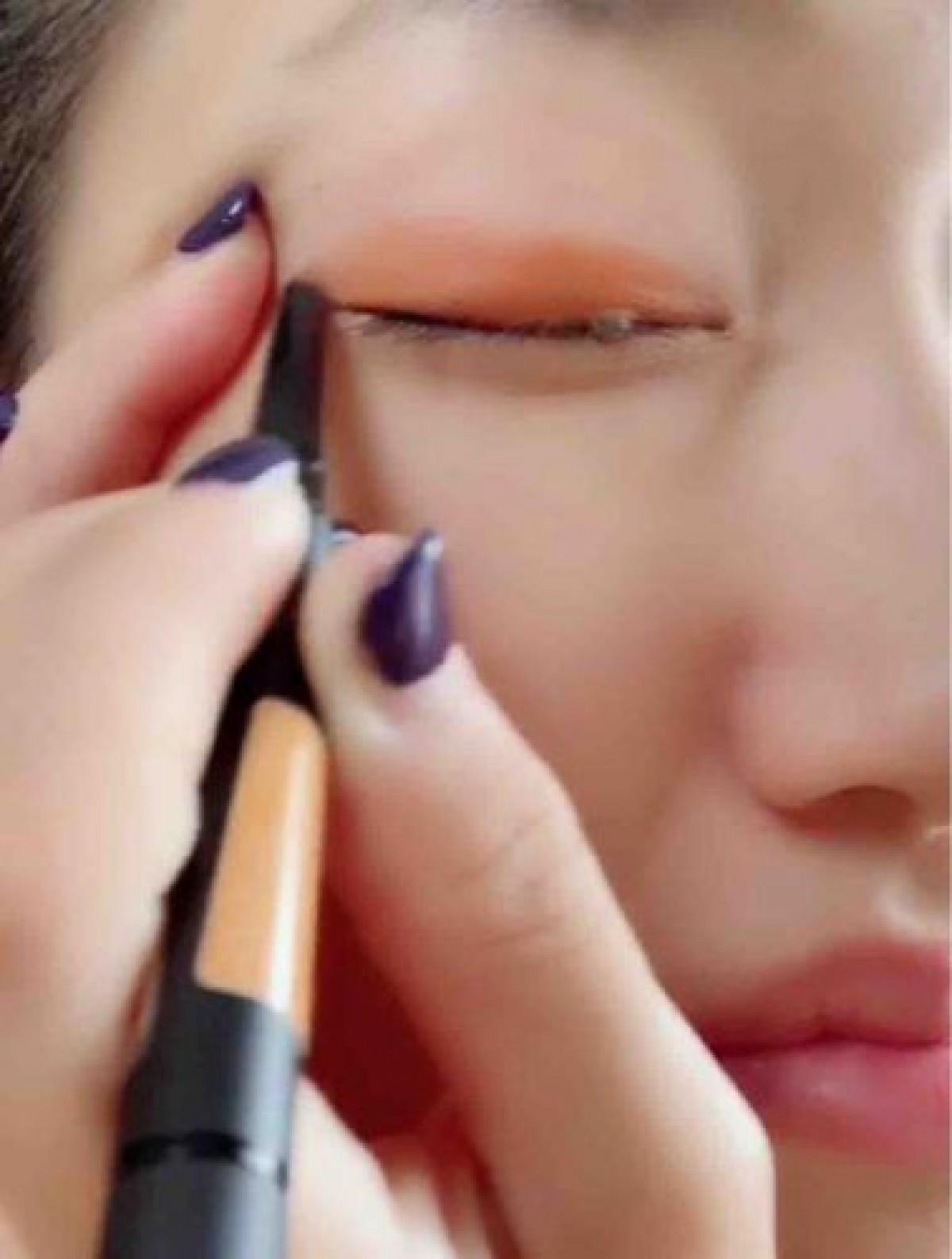【ハロウィン仕様メイク】パープル × オレンジで大人カラーメイク|パキッと発色