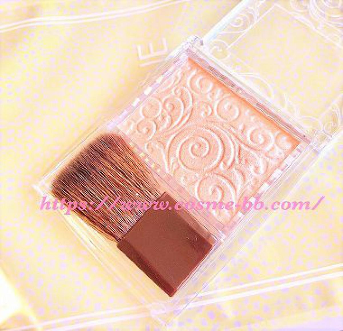 セザンヌ 人気のパールグロウハイライトをアイシャドウとして使うと綺麗。上品な輝き