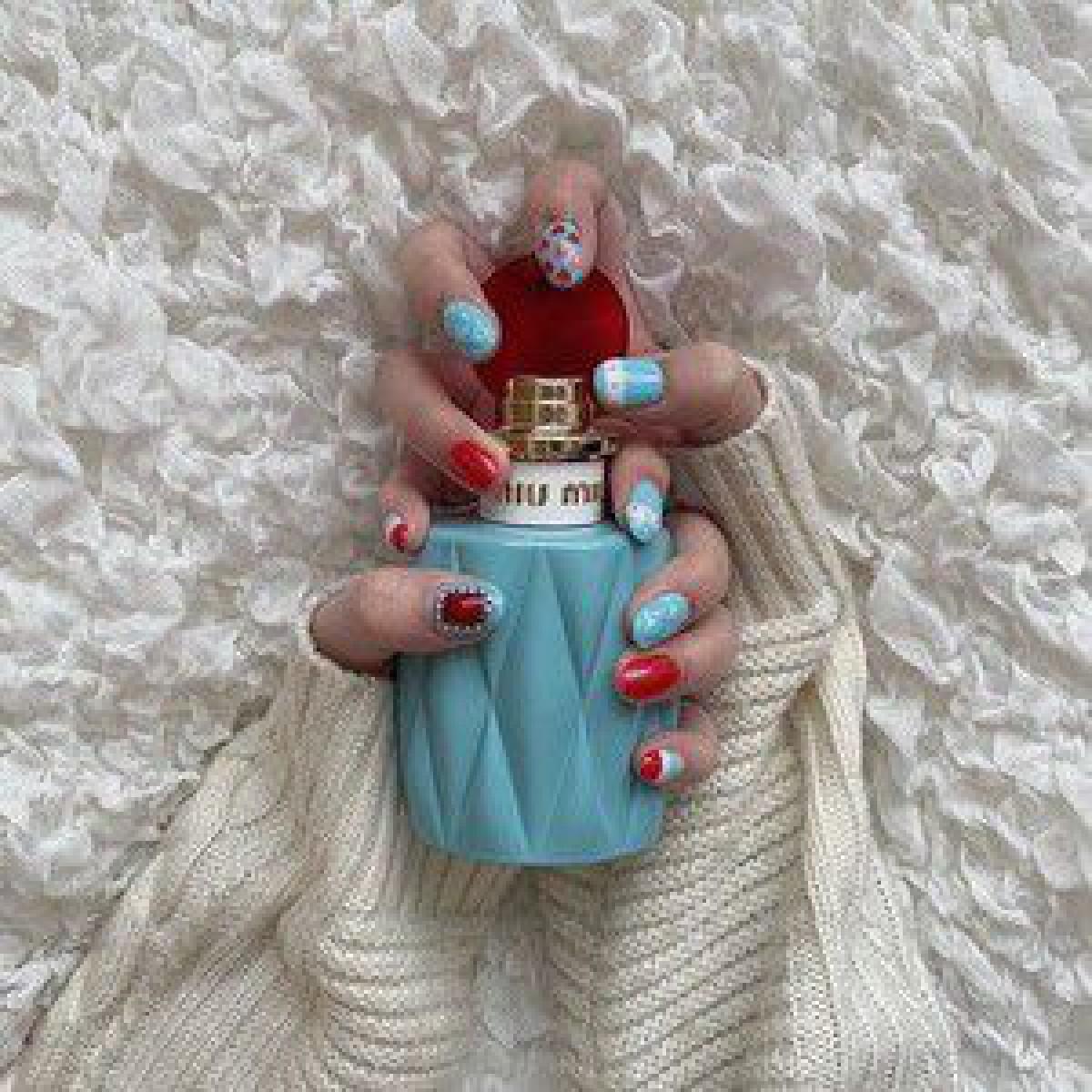 インスタグラムで話題、ミュウミュウの人気香水に見立てたネイルデザインに注目