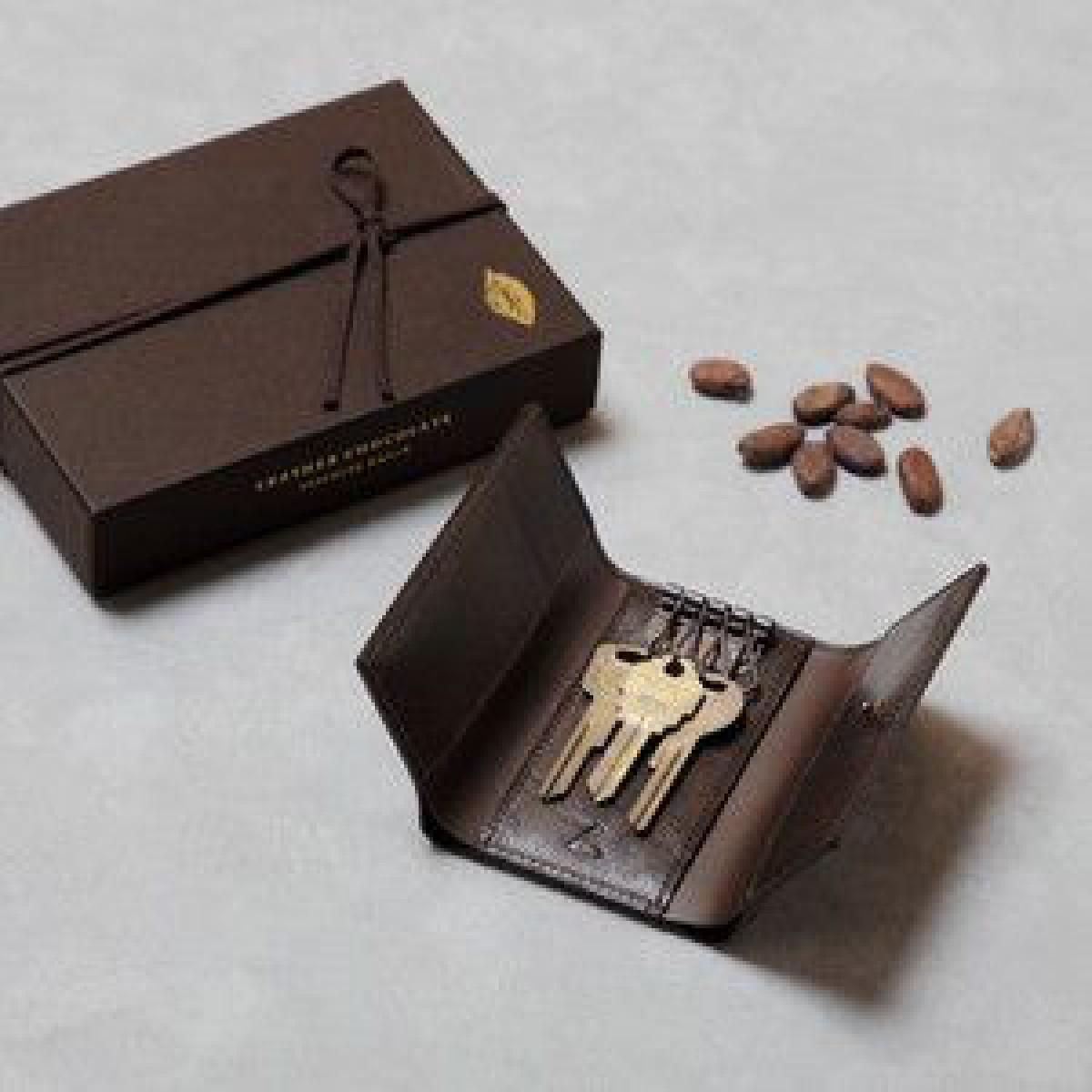 土屋鞄製造所がチョコレートのようなバレンタイン限定キーケース発売、クラフトチョコの配布も