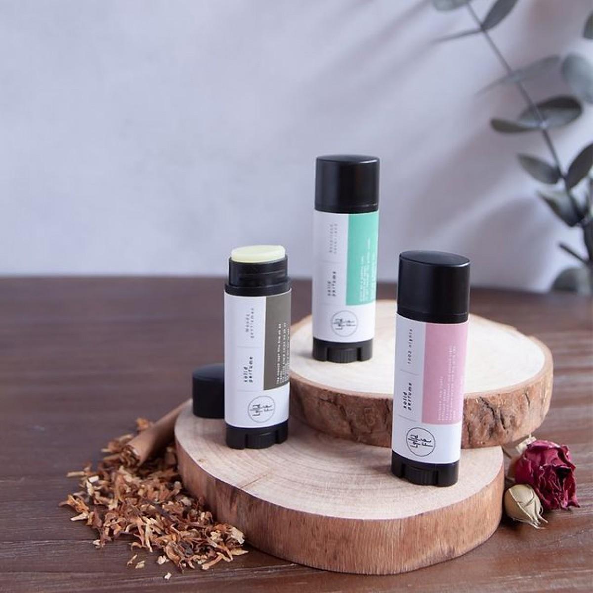 スティック香水で接近戦を制する香りを仕込もう♡おすすめパフュームスティック8選