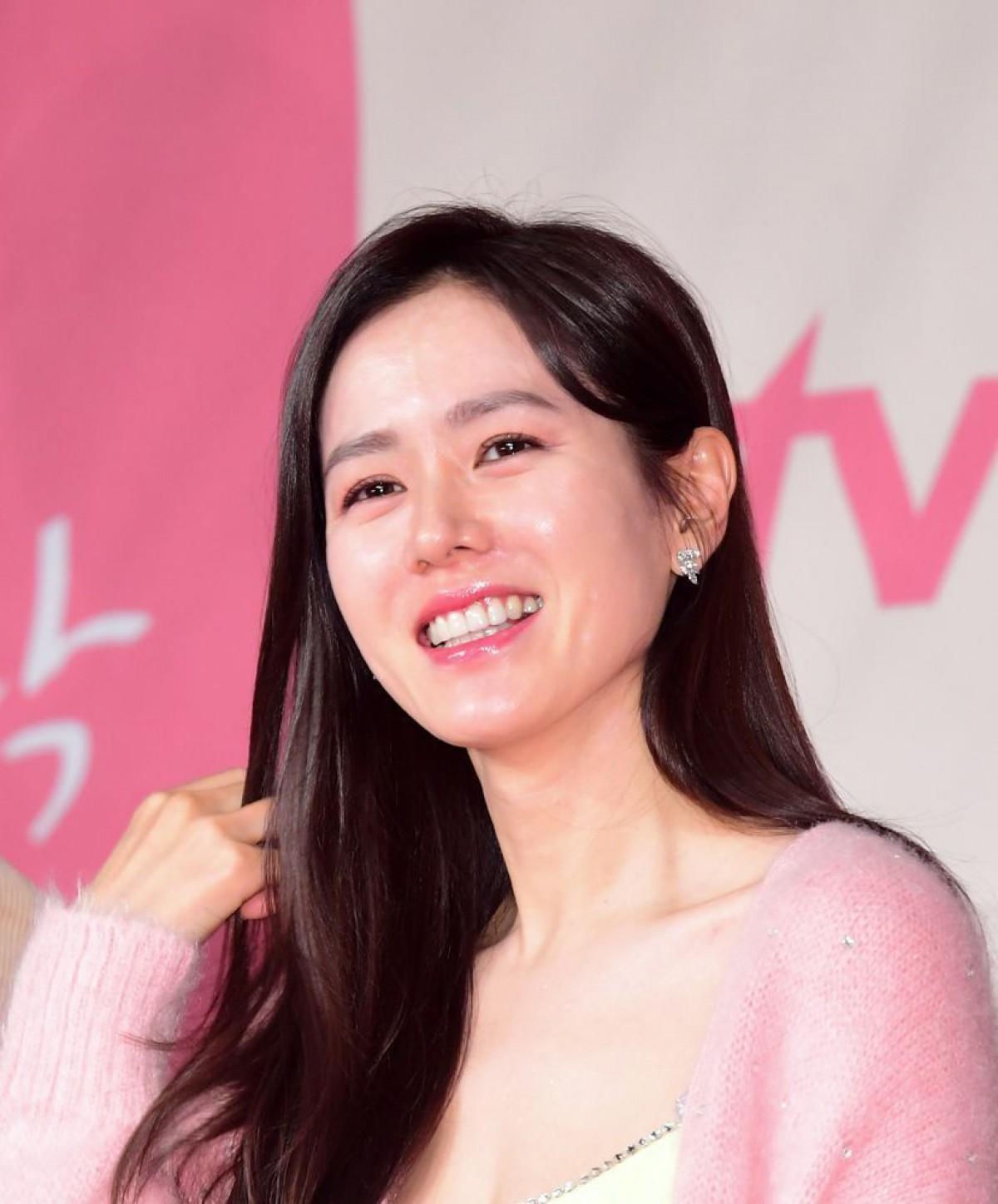 華やかエレ女必見!『愛の不時着』女優ソン・イェジン&ソ・ジヘのヘアメイクを大解剖(25ansオンライン)