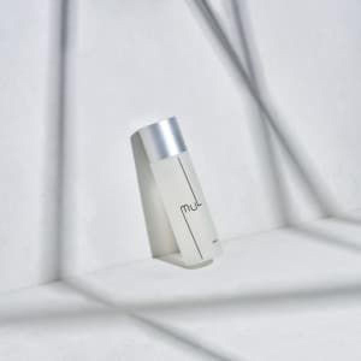 モデルの小室安未によるスキンケアブランドがデビュー、保湿と肌荒れケアを両立した化粧水を発売