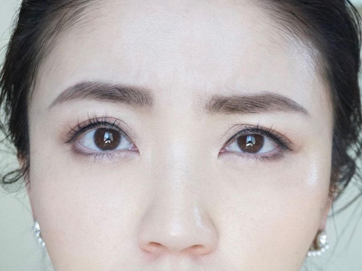 美人なのに、眉メイクが残念…。「眉の高さが左右で違うひと」がすべき解消法