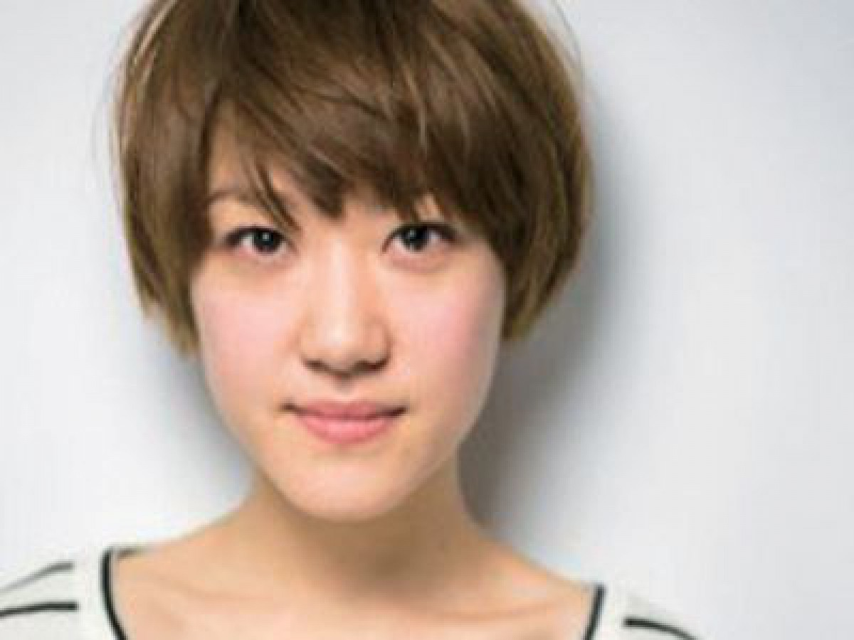 ヘア&メイクアップアーティスト中山友恵さん発・手&首ほぐしでフェースラインすっきり!